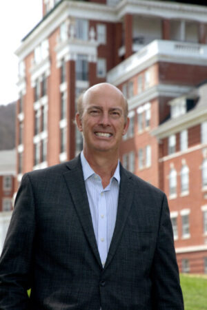 The Omni Homestead in Hot Springs, Va., has welcomed longtime luxury resort executive Mark Spadoni as managing director.