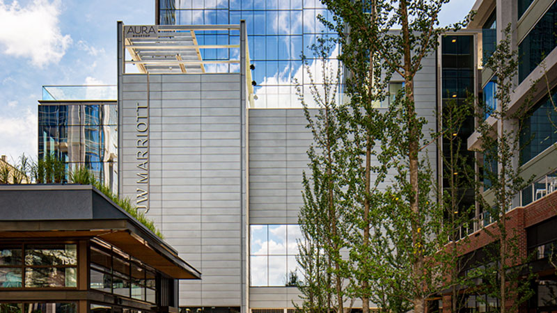 JW Marriott recently made its arrival in North Carolina with the opening JW Marriott Charlotte in the city's Uptown neighbourhood.